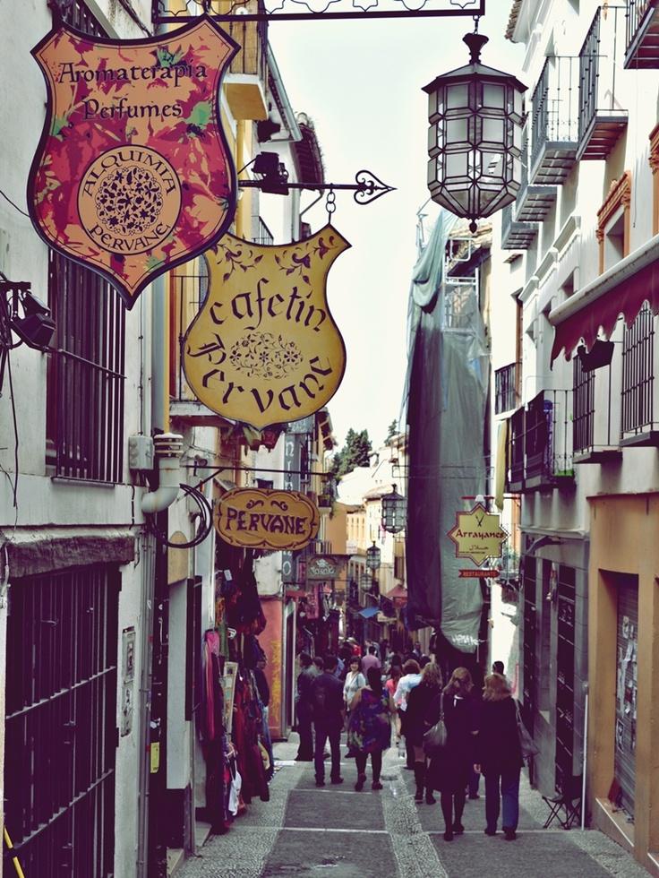 Love these alley street signs.. Cuesta de los Gomérez, Granada | Spain