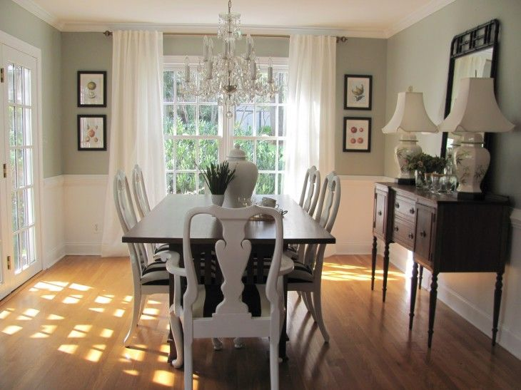 Beautiful White Cottage Dining Room Ideas With Classic Wooden Dining Table - pictures, photos, images