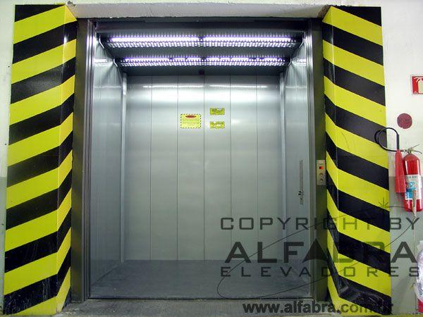 Elevador de Carga Alfabra projetado, fabricado e instalado dentro das Normas NBR14712 e NBR NM 267.