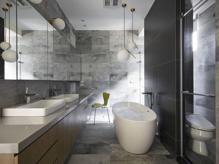 #frandgulo #interiordesign #дизайн #дизайнинтерьера #ванная Черный, белый и серый цвета в оформлении ванной комнаты
