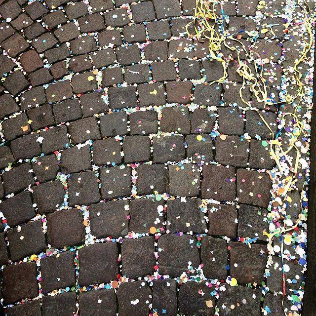 C a r n i v a l 🎭🍾🍭🎉 #confetti #carnival #cobblestones #explore #destination #adventure #inspiration #italy #crema #carnevale #travel #traveler #italia #parade #coriandoli carnival #explore #coriandoli #confetti #italia #parade #cobblestones #italy #destination #crema #carnevale #inspiration #travel #adventure #traveler#eventprofs #meetingprofs #eventplanner #eventtech