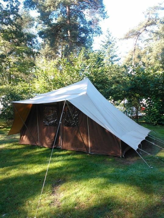 De Waard Albatros ca. 1970. We have this tent! Almost 35 years old and still standing strong!
