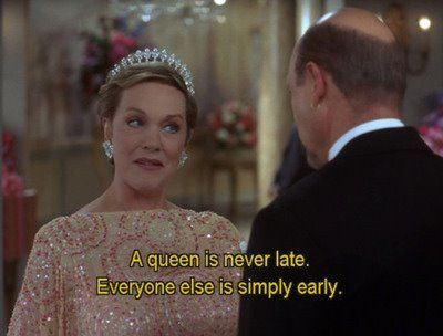 Uma rainha nunca está atrasada. Os outros que simplesmente chegam cedo.