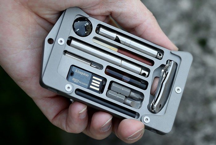 Jackfish Survival System And Card Holder - The Jackfish Survival system offers a custom-built survival kit that includes a micro USB flash drive, compass, whistle, knife, match, screwdrivers and more to help with those essential everyday survival situations. | Geeky Gadgets