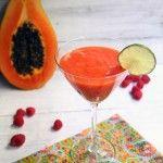 Smoothie de papaya, lima y frambuesa [Perfecto para tomar el sol]