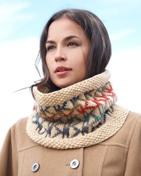Free Pattern in Worster Weight! Bundle up in style with this cozy cowl, featuring an on-trend Aztec-inspired pattern. Shown in Bernat Super Value.
