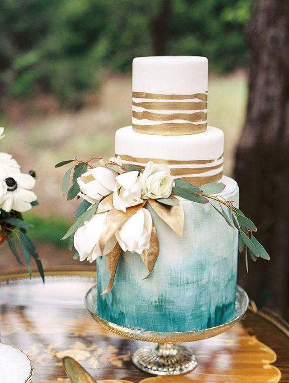 Már tavaly, 2016-ban is készítettek sokan ilyen díszítést, de idén betört az esküvői torták világába is ez a technika! Én nagyon nagyon örülök neki, hiszen meseszép díszítés. Készíthetjük vajkrémre…