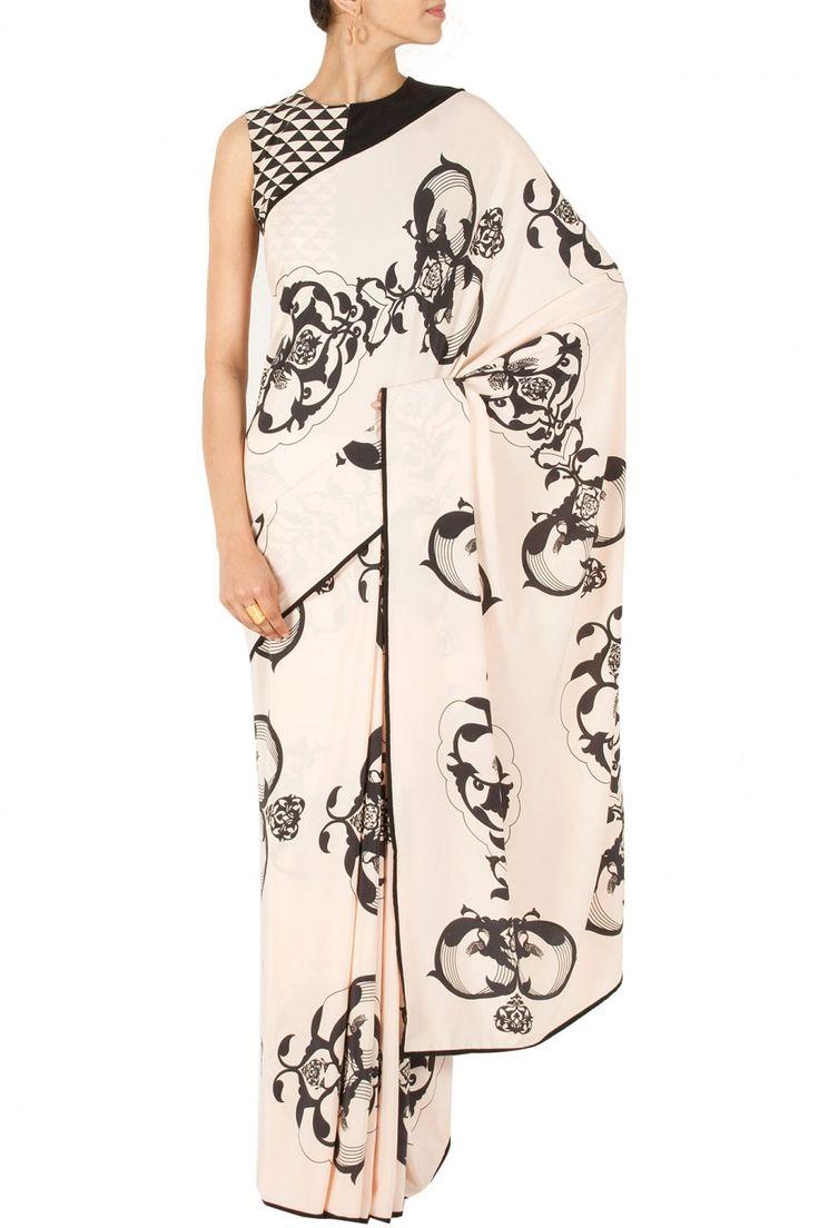 Ottoman sari with asymmetrical triangle blouse BY PAYAL SINGHAL. Shop now at perniaspopupshop.com #perniaspopupshop #clothes #womensfashion #love #indiandesigner #payalsinghal #happyshopping #sexy #chic #fabulous #PerniasPopUpShop