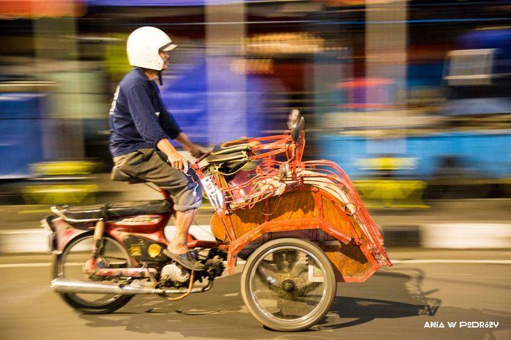 Becak - indonesian local transportation. ANIA W PODRÓŻY travel blog and photography