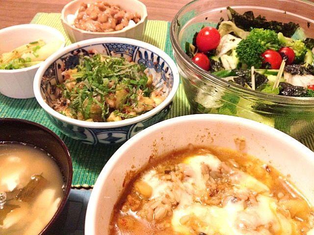 TGIF 残り物で手抜き~ - 7件のもぐもぐ - カレーチーズドリア、蒸し茄子の紫蘇おかか和え、韓国海苔サラダ、納豆豆腐等 by Junya Tanaka