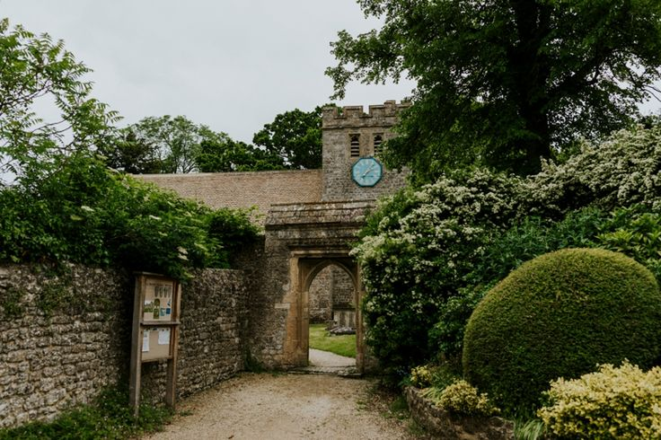 The picturesque All Saints Church in the lovely village of Wytham, Oxfordshire. Photo by Benjamin Stuart Photography #weddingphotography #churchwedding #wythamvillage #villagechurch #allsaints