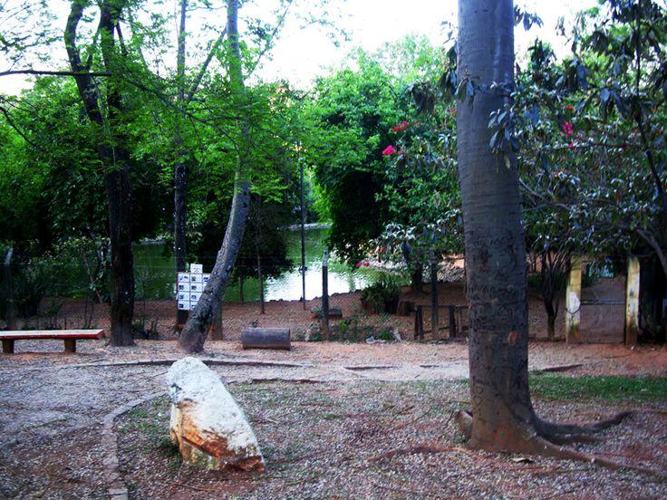 Infraestrutura: O Parque Jardim Felicidade é equipado com churrasqueiras, campo de bocha, campo de malha, mesas para jogos, quadra de basquete, quadra de futebol de salão, quadra poliesportiva, playground, nascente, lago, sanitários e mesas para piquenique. Funcionamento: Diariamente, das 7h às 18h. Tel.: (11) 3836-6786