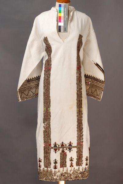 Κολονάτο πουκάμισο, μπροστινή όψη    ΕλλάδαΠελοπόννησοςΚορινθίαςΒόχα-long bridal  embroided shirt from korinthos-peloponesse-Greece