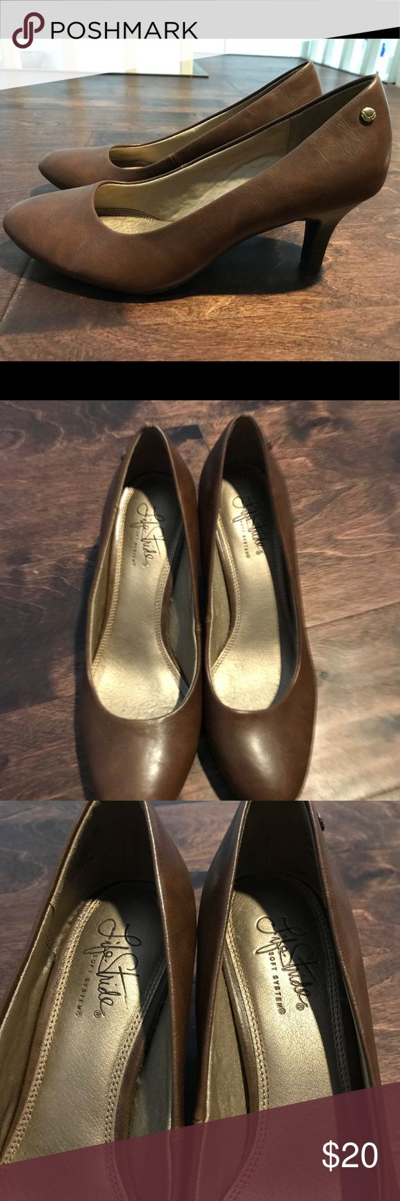 Professional Brown Heels so comfortable! very thick pad on the bottom so they're perfect for a long day at the office or walking around while still being stylish. worn once Naturalizer Shoes Heels