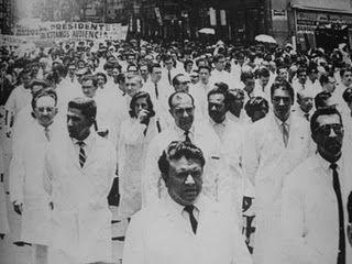1964. Estalló en la Ciudad de México una huelga de médicos del ISSSTE, quienes exigían el pago de sus aguinaldos; en respuesta, 206 huelguistas fueron despedidos.