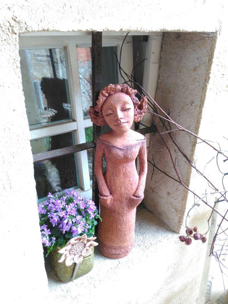 Malá zahradnice.šmotová hlína,v.55 cm