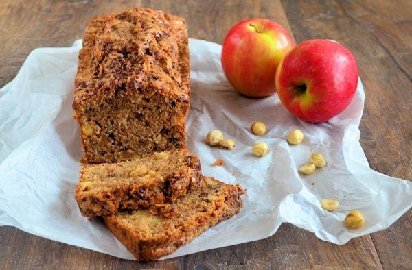 Een lekker en duidelijk recept voor een appel-kaneel cake met noten. Deze ingrediënten heb je bijna altijd wel in huis.