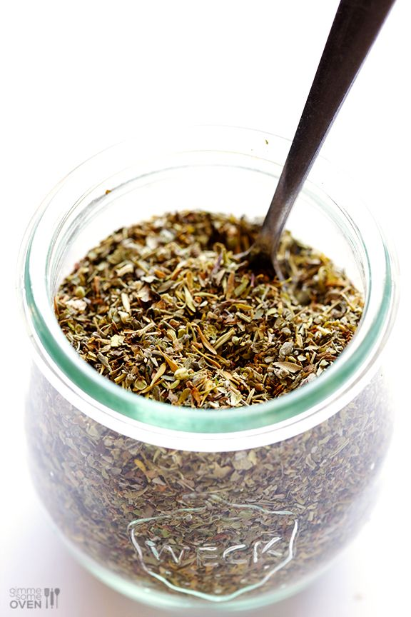 Learn how to make homemade Italian seasoning with this simple 6-ingredient herb blend. | gimmesomeoven.com