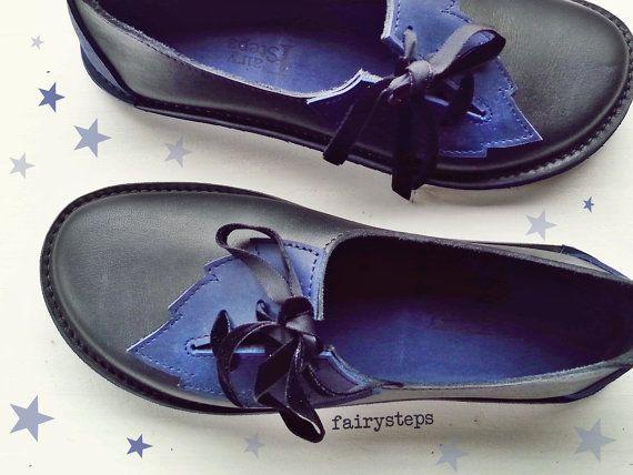 Foglia, scarpe PYRAMUS. Scarpe fatte a mano di fata di cuoio Woodland da Fairysteps. Nero, Lapis