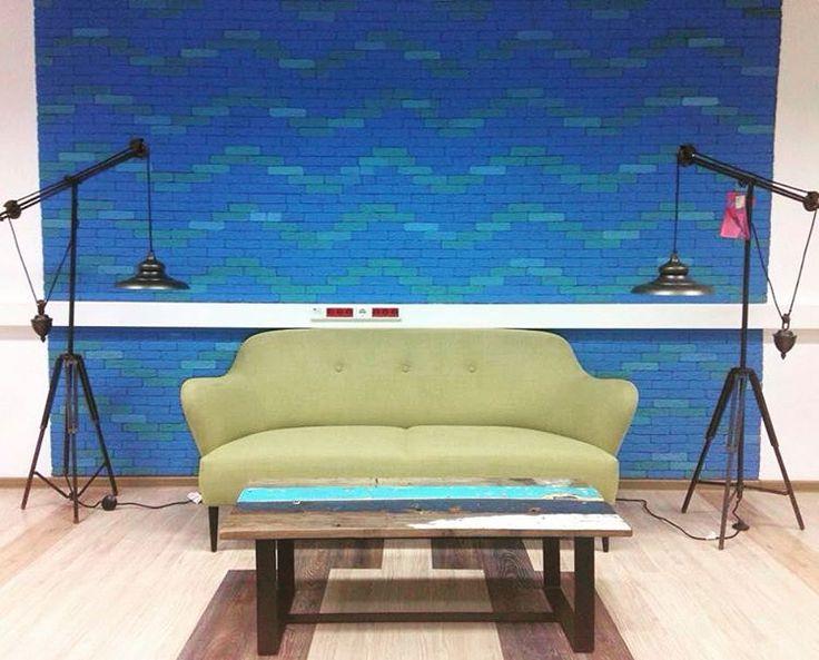 Первый стол из коллекции Ironwood! Это фото комнаты отдыха для преподавателей МГУ - в ней будет жить 2 журнальных стола из корабельной древесины на железном основании! В комнате отдыха задуман гамак, пинг-понг, сони плейстейшен, и другие яркие решения! Напоминаем, что главные достоинства новых моделей на железном основании: можно выбрать материал, из которого будет сделан ваш предмет (реальные цветные доски-своего рода конструктор), кастомные размеры, быстрый срок изготовления, и дешевизна