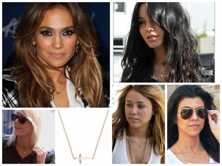Jennifer Lopez, Vanessa Hudgens, Miley Cyrus, Kourtney Kardashian, Taylor Jacobson indossano la collana con croce laterale. Ti piace? La trovi su Febe's Shop a soli 12,50€ http://www.febeshop.com/gioielli/collane/