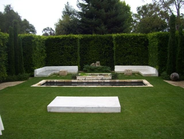 sichtschutz hecke landschaft garten teich steine marmor. Black Bedroom Furniture Sets. Home Design Ideas