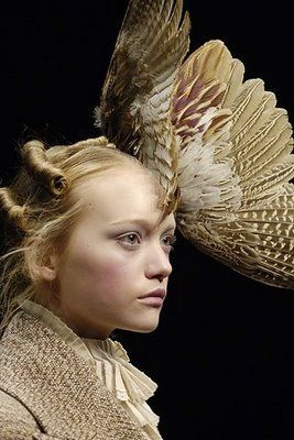"""Victorian splendor"": Alexander Mcqueen, Fashion, Alexandermcqueen, Headpiece, Headdress, Gemma Ward, Feathers, Has"