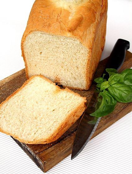 O painica delicioasa, pufoasa si rapida executata la masina de paine de la framantat pana la copt. Nu eram mare amatoare de paine coapta la