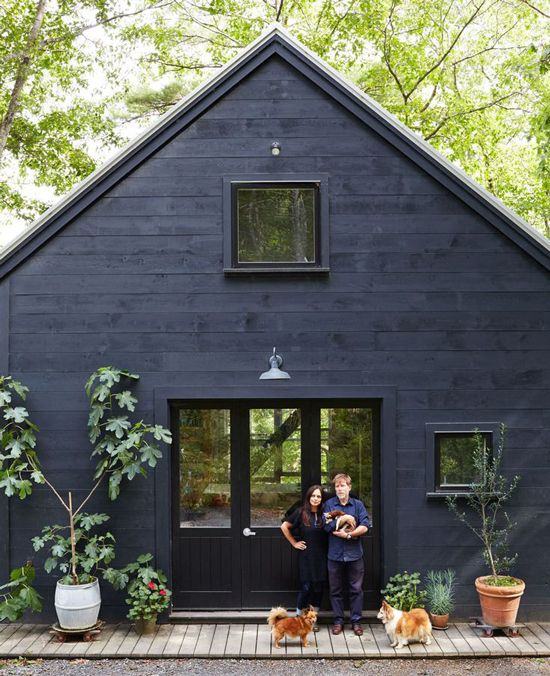 Black weatherboard cladding for exterior walls is erfect choice for a woodland property and gives any existing building a great facelift. Colour Crush: Black weatherboard – Sophie Robinson