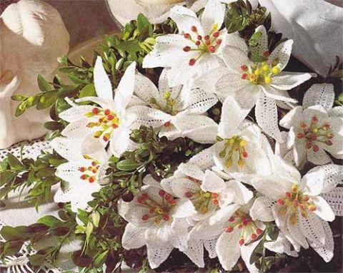 белые лилии крючком
