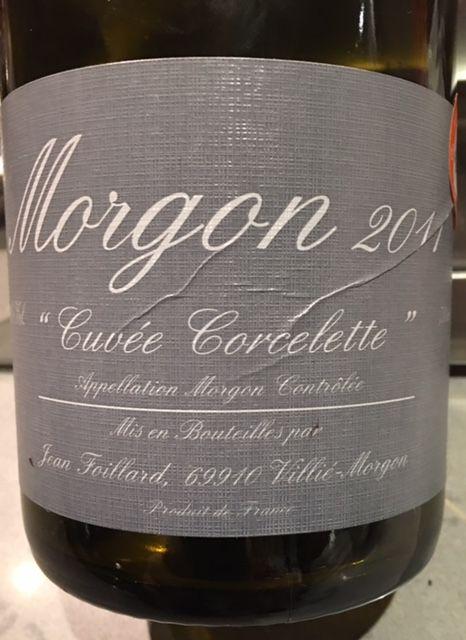 (English version follows the french version) Merveilleux cru du Beaujolais qui est à des années-lumière, que dis-je, pas dans le même univers que le beaujolais nouveau. Fait à partir de vignes de g…