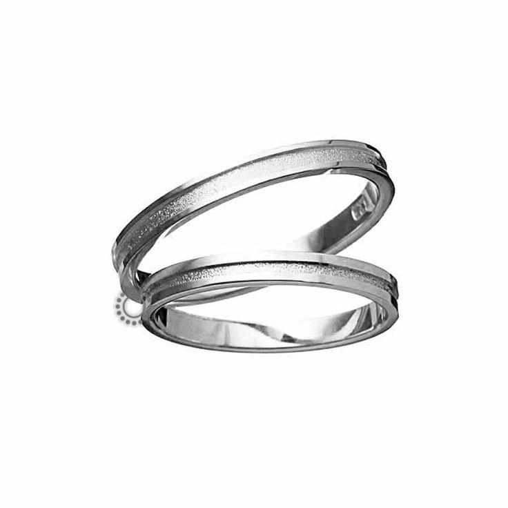 Ελληνικές γαμήλιες βέρες μοντέρνες και κλασικές με την υπογραφή του Χρήστου Τσέλου. Γαμήλιες βέρες Τσέλος 1171-Λ. Ελληνικός σχεδιασμός και κατασκευή βερών. Βέρες γάμου σε επίπεδη γραμμή με ένα διακριτικό ριγέ μοτίβο στο εσωτερικό τους σε Κ14 ή Κ18 χρυσό   Βέρες γάμου & αρραβώνα ΤΣΑΛΔΑΡΗΣ στο Χαλάνδρι #Tselos #βερες #γαμου #wedding #rings