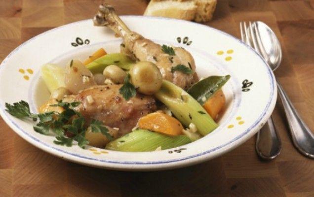 Κοτόπουλο με κρασί και λαχανικά