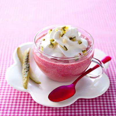 Saint-Valentin : Découvrez la recette Cappuccino de betterave sur cuisineactuelle.fr.