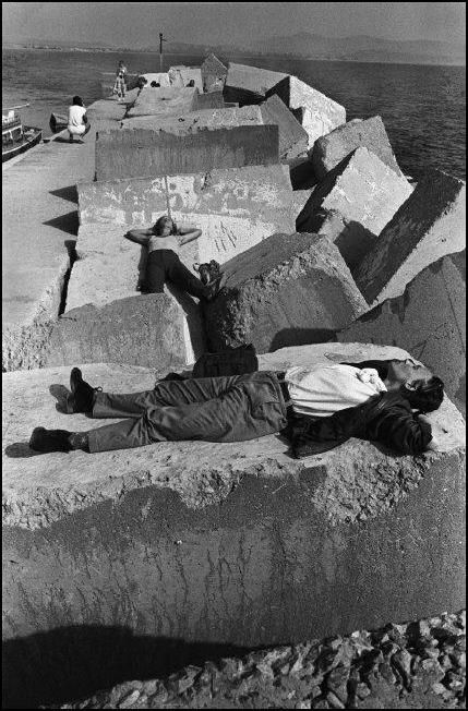 Nikos Economopoulos - Aghia Galini village. Tourists in the port. Island of Crete. GREECE. 1985.