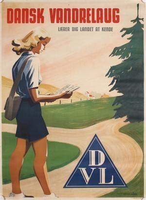 Den første sommer når Dansk Vandrelaug kun op på 100 medlemmer, men herefter går det hurtigt. I 1937 når man op på et have 50.000 medlemmer. Udover medlemsbladet udgives en del andet informationsmateriale, som denne plakat af Verner Münch.
