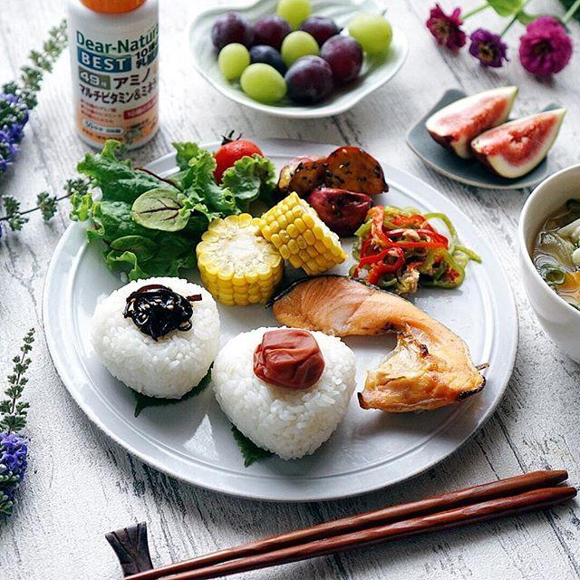 和食の朝ごはん。 ・ ・ 昔は毎朝パンが続いても平気でしたが、ここ数年、和食の朝ごはんが恋しくなるようになりました。 #味覚の変化 ・ ・ 和食の朝ごはんの日は前日の副菜を一緒に食べていますが、副菜の残り具合はまちまち。 ・ ・ アサヒグループ食品様にいただいた49アミノマルチビタミン&ミネラル ・ ・ これならば毎日安定して49種もの成分を摂り入れることができそう。 ・ ・ しかも和食では摂りにくい乳酸菌まで入ってるのが嬉しい。 ・ ・ 食欲の秋だからこそ、身体に気遣った食生活をしたいですね✨✨ ・ ・ 今日もよい1日を〜〜✨✨ ・ ・ #ディアナチュラ#サプリメント#朝食#朝ごはん#モーニング#食べるは生きる#マルチビタミン#乳酸菌#おうちごはん#おうちカフェ#デリスタグラマー#おにぎり #homemade#foodie#foodpic#foodstyling#foodporn#foodstagram#japanesefood#onigiri#riceball#homemadefood#homemadecooking