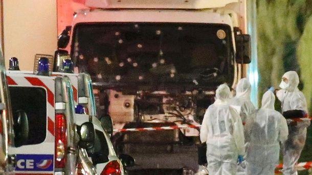 Anschlag in Nizza: Amokfahrt mit Lkw fordert mindestens 80 Tote. Anschlag in Nizza fordert mindestens 75 Tote (Quelle: Reuters)