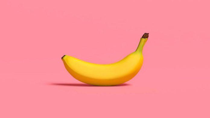 Никакого кашля ни осенью, ни зимой! Измельчи банан и добавь еще 2 ингредиента. Свекровь советовала, а я смеялась...