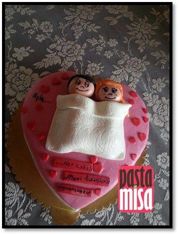 Evlilik Yıldönümü için Sürpriz bir hediye. PastaMisa'nın hazırladığı bu ve benzeri pasta veya kurabiyeler için www.pastamisa.com sitesini ziyaret edebilirsiniz.