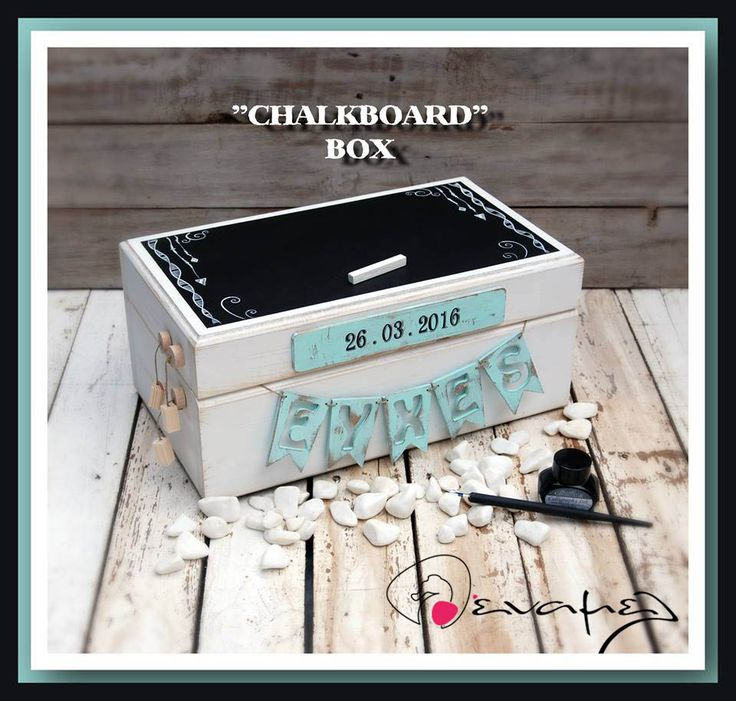 Ξύλινο χειροποίητο κουτί ευχών με μαυροπίνακα στο καπάκι, τη λέξη ευχές και την ημερομηνία του μυστηρίου στο εμπρόσθιο τμήμα. Το κουτί αθτό είναι κατάληλο για γάμο, βάπτιση ή και γαμοβάπτιση.  Διαστάσεις 40Χ23Χ18 εκ  Συνοδεύετε από 50 κομμάτια χαρτονάκια ευχών για να γράψουν οι καλεσμένοι