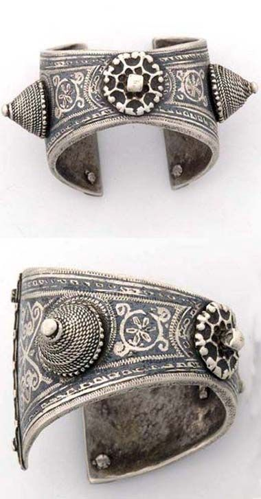 Morocco | Cuff bracelet from Ida ou Nadif | Silver | ca. 1920