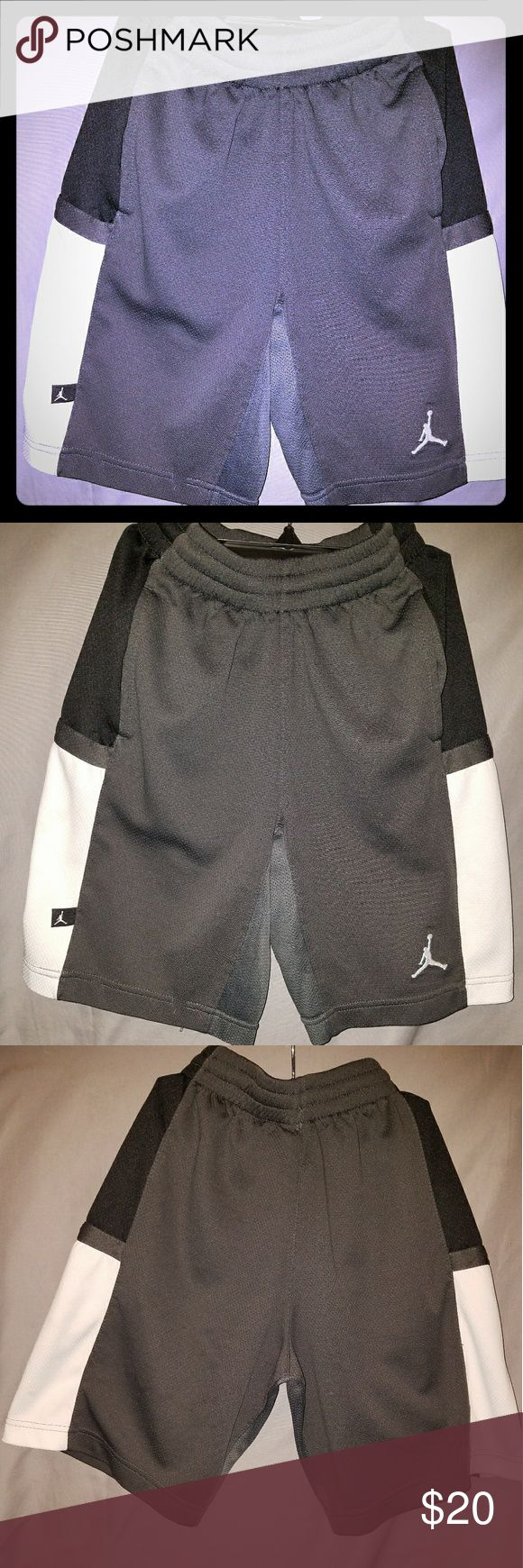 Michael Jordan basketball shorts Michael Jordan basketball shorts Gray, Black and White Jordan Bottoms Shorts