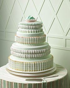 The cakes here combine baby-soft hues with clean shapes and anything-but-cliched patterns so that the effect is more Court of Versailles than kiddies' playroom.