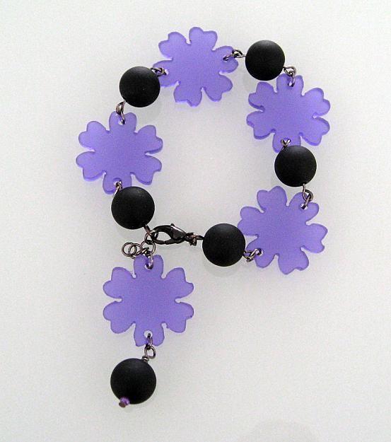 Armband,plexiglas och gummikulor. Bracelet, plexiglass, rubber beads.