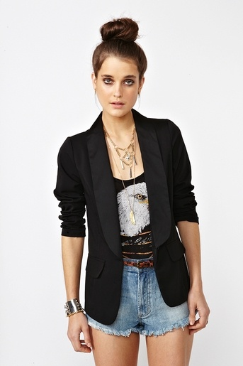 One of my favorite looks, a blazer with a tshirt and shorts :] casual and super cute!
