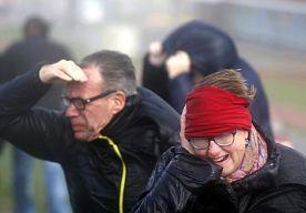 4-Dec-2013 18:08 - KNMI: EXTREEM WEER MORGENMIDDAG. Het KNMI heeft de weerswaarschuwing opgeschaald naar code oranje. Er wordt gewaarschuwd voor extreem weer in het westen en het noorden van het land.