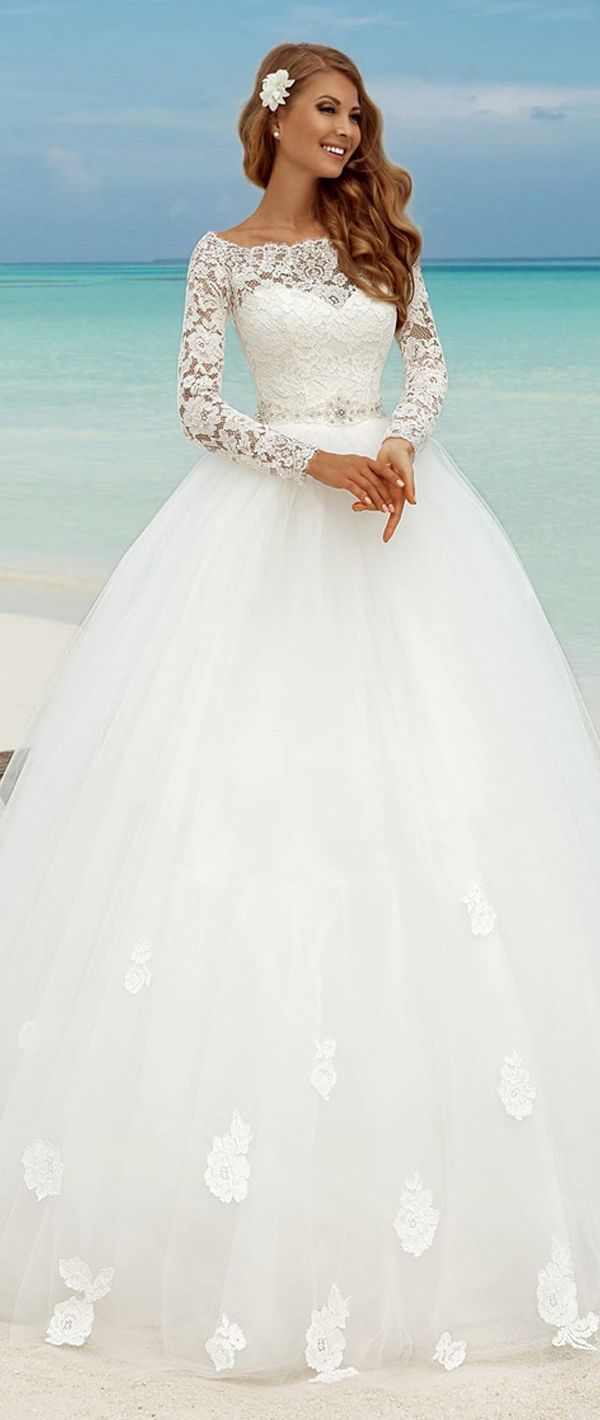 Fabulous Lace Bateau Neckline Ball Gown Wedding Dresses With Appliques. Op een t…