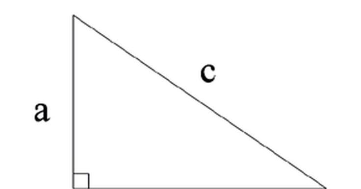 Cómo calcular la hipotenusa. A pesar de lo que muchos estudiantes jóvenes de matemáticas infelices podrían pensar, la geometría básica se utiliza en áreas prácticas de la vida diaria. Desde proyectos importantes de ingeniería civil a simples cálculos para el paisaje de un patio trasero, los fundamentos de la geometría son importantes. Una de las más famosas y útiles ...