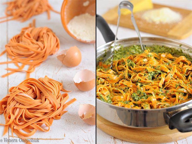 У пасты нет ярко выраженного томатного вкуса, присутствует лёгкая вкусная пикантность, которая и отличает её от обычной привычной пасты. Да и по цвету яркая, красивая.)) А такой шпинатный соус один из моих любимых! Попробуйте, и Вам понравится))) Ингредиенты рассчитаны на 4 порции. Тесто: Мука -…